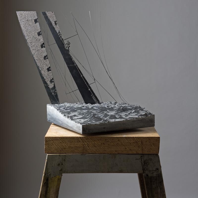 OBLIQUITY (da soggetto fotografico di Carlo Borlenghi), vista d'insieme della scultura (foto di Nicola Dell'Aquila)
