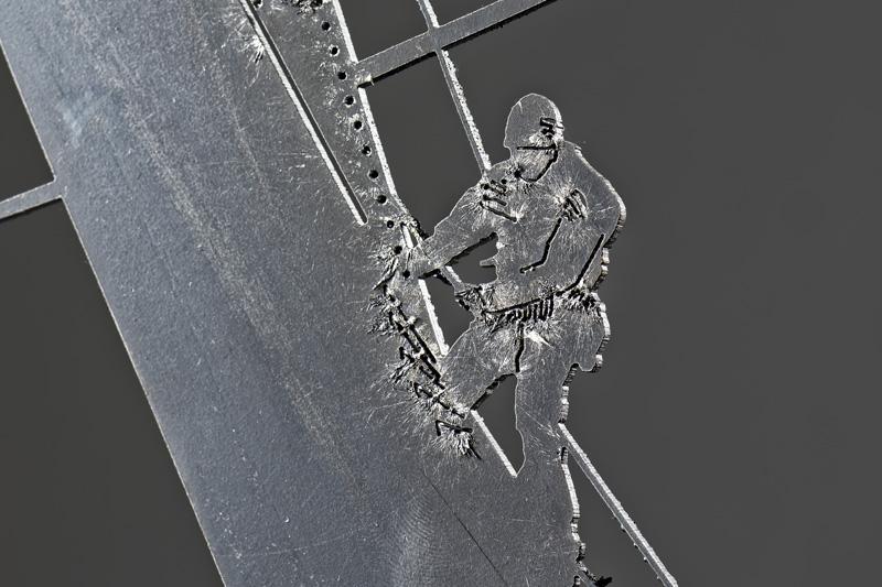 OBLIQUITY (da soggetto fotografico di Carlo Borlenghi), dettaglio del velista (foto di Nicola Dell'Aquila)