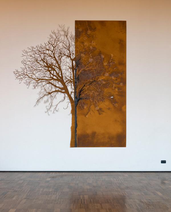 L'albero e la sua impronta - scultura -  (foto di Nicola Dell'Aquila)