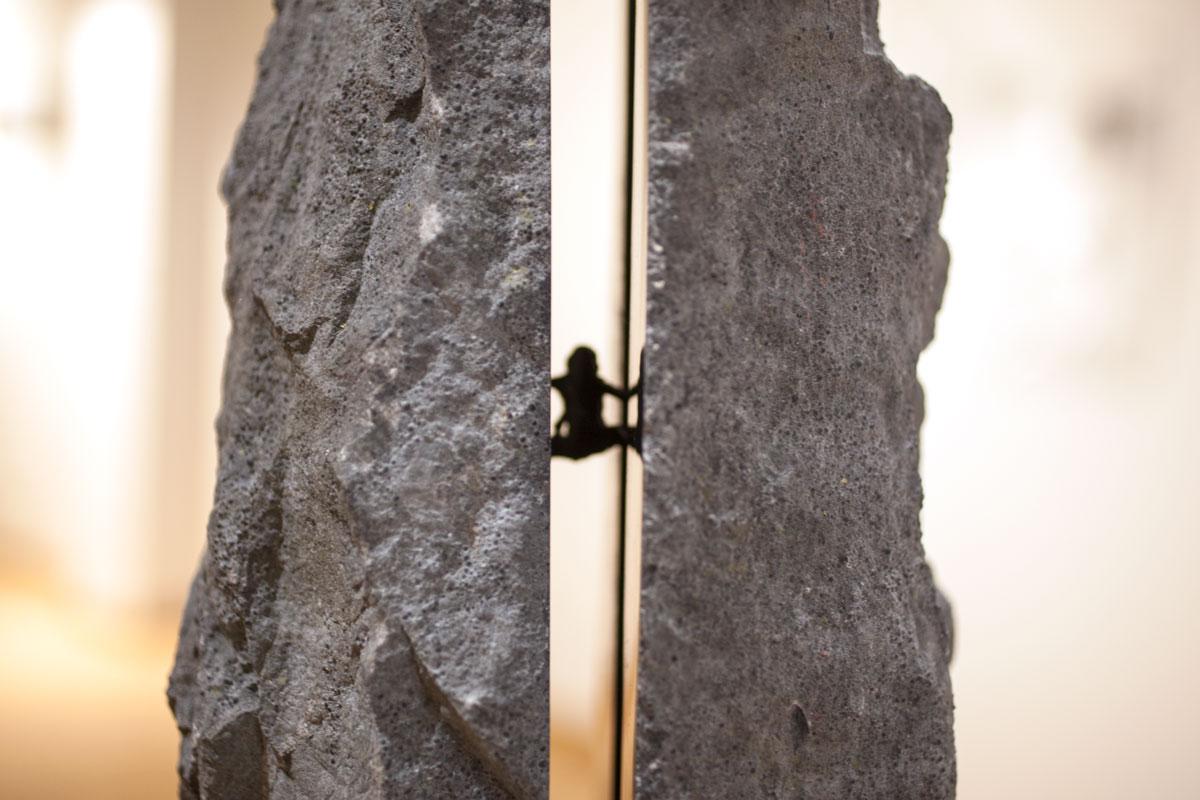IL TAGLIO, dettaglio scultura. taglio laser in inox, pietra nera e base in piombo 100x77x77cm, 2018