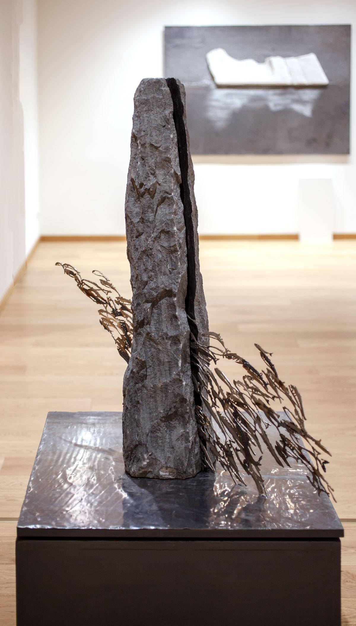 IL TAGLIO, scultura. taglio laser in inox, pietra nera e base in piombo 100x77x77cm, 2018