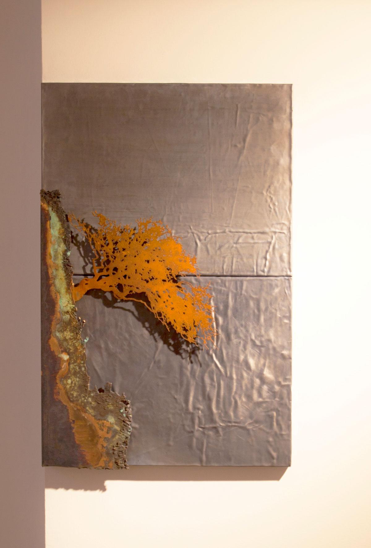 SCOGLIERA, scultura. taglio laser in corten, bronzo ossidato e base in piombo, 2018